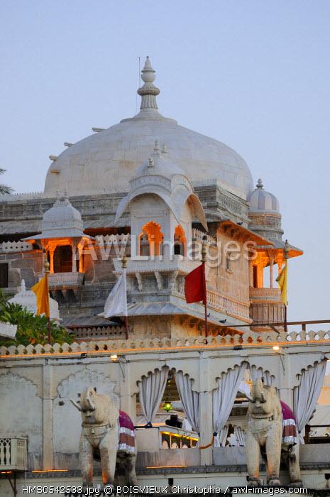 India, Rajasthan State, Udaipur, Lake Pichola, Jag Mandir palace