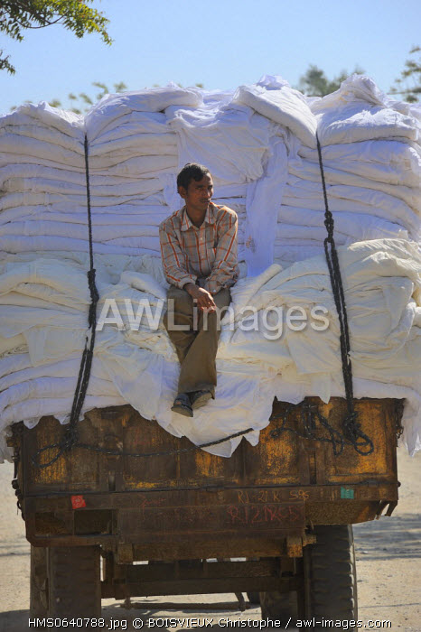India, Rajasthan state, delivery of the raw material to the saree factory