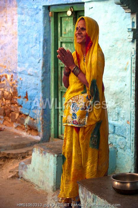 India, Rajasthan state, Jodhpur, woman in sari