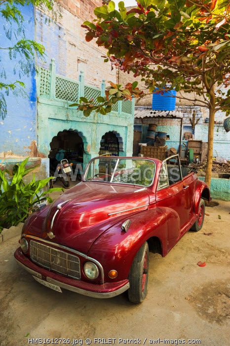 India, Rajasthan state, Jodhpur, the blue city, old car in a courtyard
