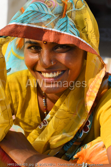 India, Rajasthan, Tonk region, Young Meena woman