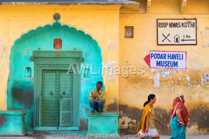 India, Rajasthan state, Shekhawati, Nawalgarh, outside a haveli, home of wealthy merchant of the 18th century