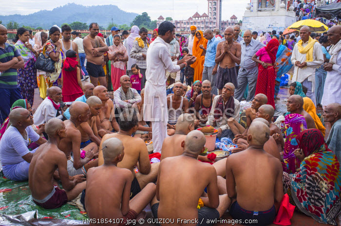 India, Uttarakhand State, Haridwar, one of the nine holy cities to Hindus, on the banks of the Ganga river, pilgrims come to pray and purify themselves in the Ganga river