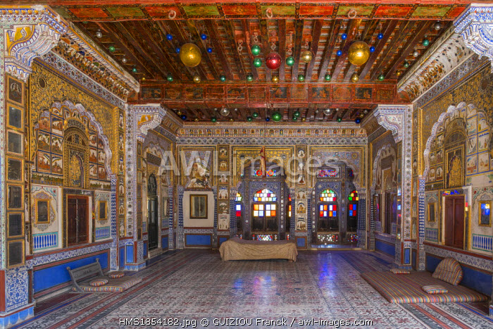 India, Rajasthan State, Jodhpur, Mehrangarh Fort of the 15th century, Takhat Vilas, room decorated with stained glass, mirors, frescoes and Christmas balls