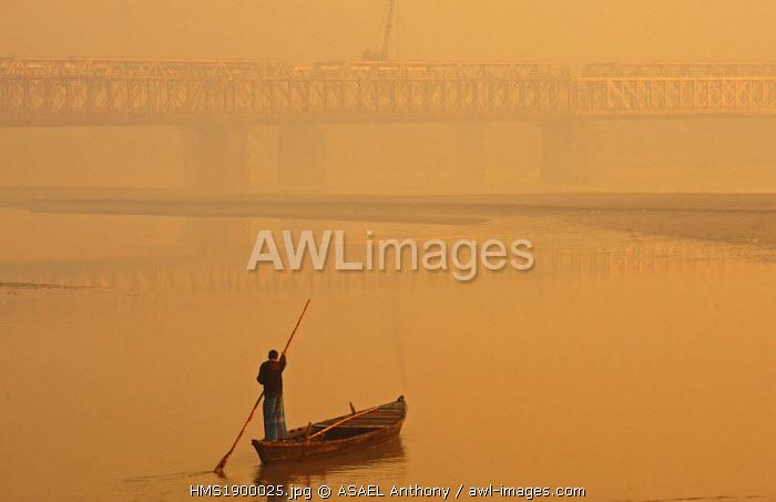 India, Bihar state, Patna, Sonepur, man crossing the Gangak river at sunrise by boat