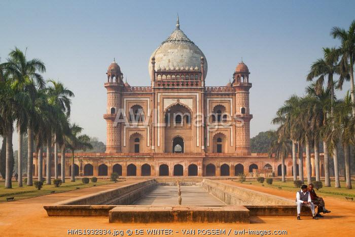 India, New Delhi, Safdarjung's Tomb, view over the garden tomb