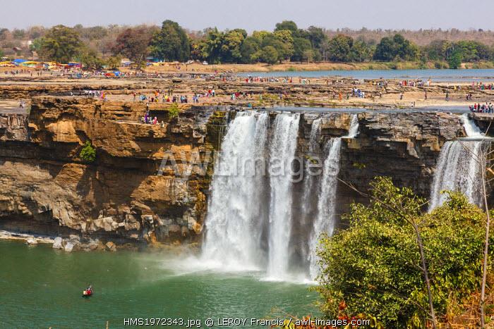 India, Chhattisgarh, Chitrakoot, crowd near the waterfalls