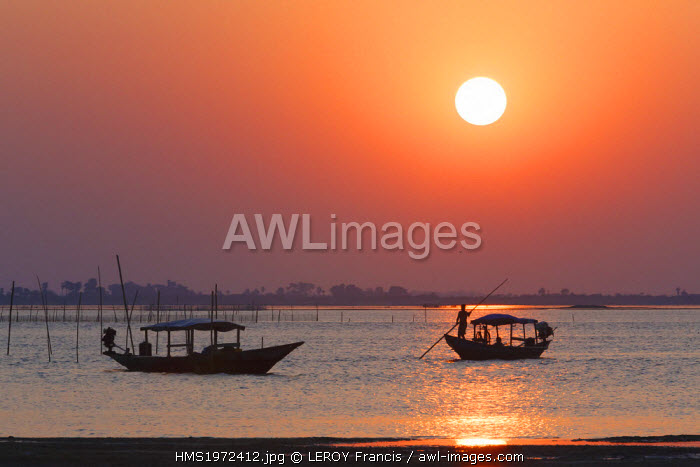 India, Odisha, Satapada, sunset on Chilika lagoon, boats