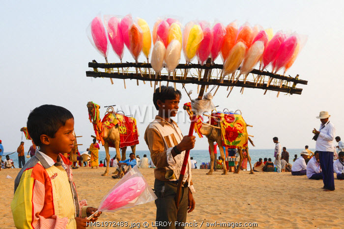 India, Odisha, Puri, cotton candy seller on the beach