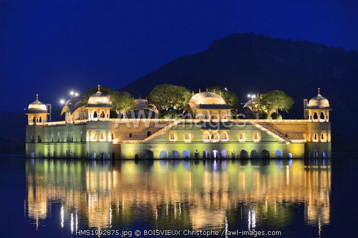 India, Rajasthan, Jaipur, Diwali festival, Jal Mahal Palace by night
