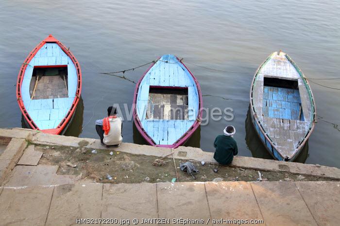 India, Uttar Pradesh, Varanasi (Benares), Ghats and boats on the River Gange (Ganga)