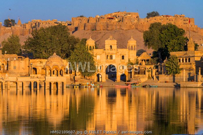 India, Rajasthan state, Jaisalmer, the Gadi Sadar tank was built in the 13th century