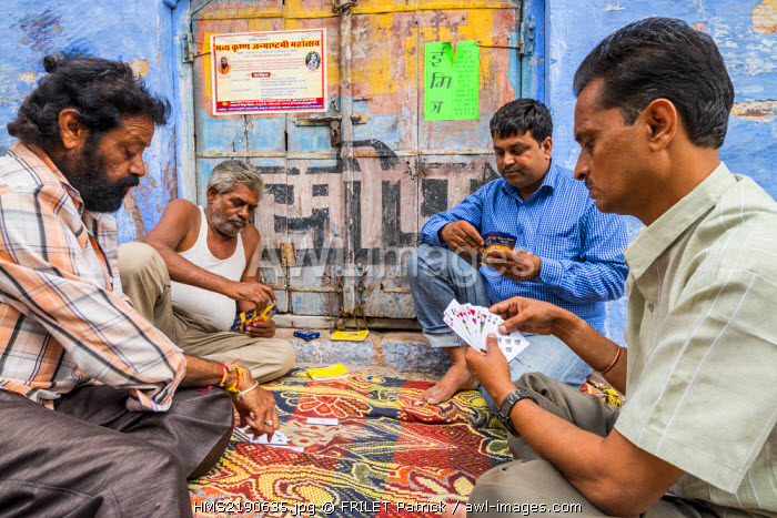 India, Rajasthan state, Jodhpur, game of cards in the blue city