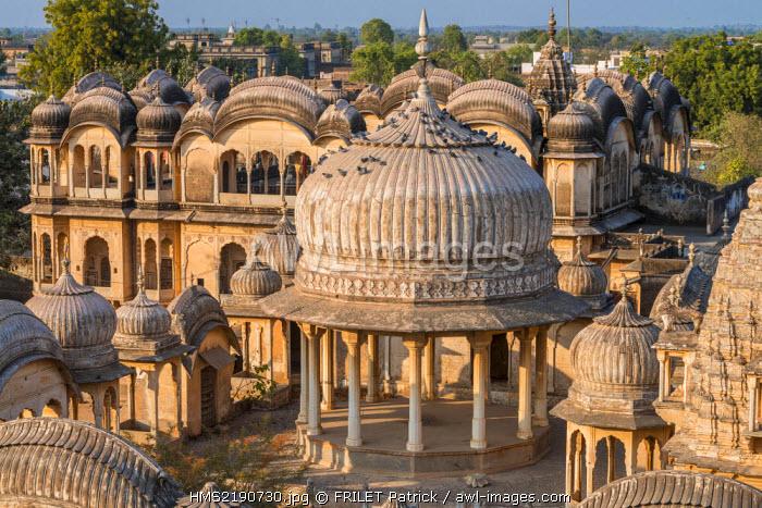 India, Rajasthan state, Shekhawati region, Nawalgarh, cenotaph