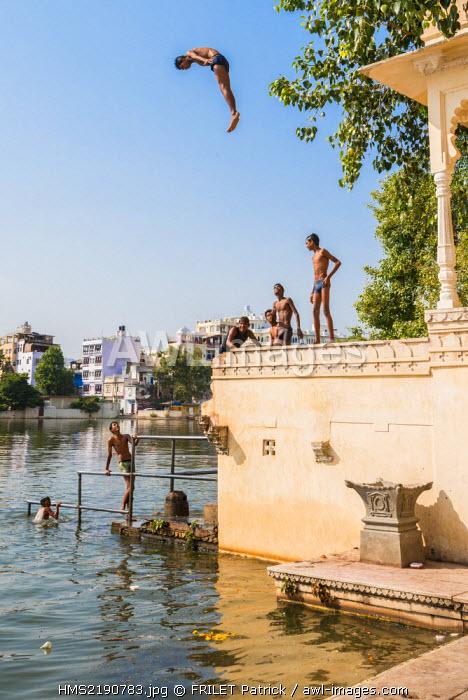 India, Rajasthan state, Udaipur, diving in Lake Pichola