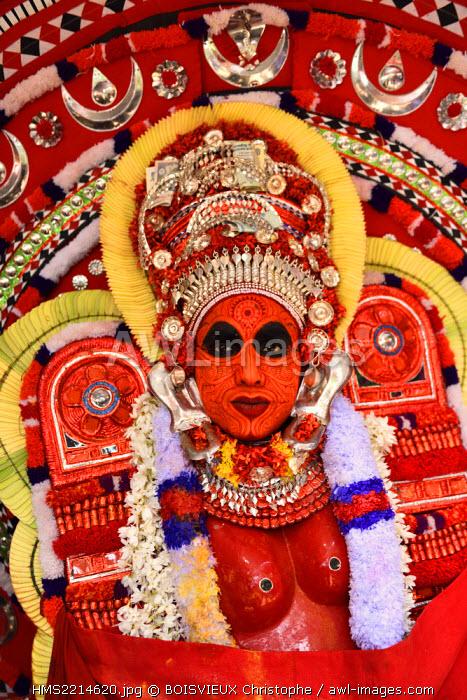 India, Kerala, Kannur region, Parayangat temple, Theyyam Kundor Chamundi