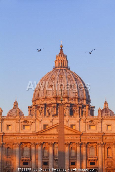 Italy, Lazio, Rome, St. Peters Square, St. Peter's Basilica