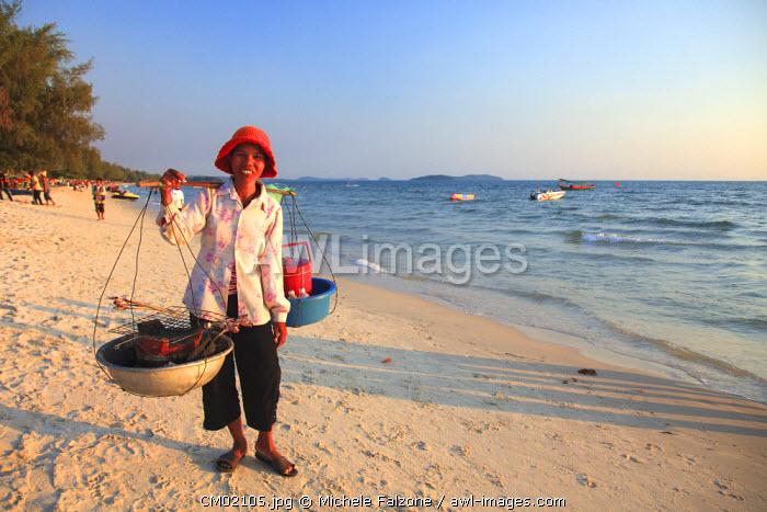 Cambodia, Sihanoukville, Serendipity Beach, beach food vendor