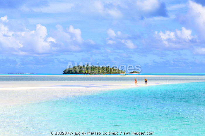 Tourist couple on sand bar in Aitutaki lagoon, Cook Islands