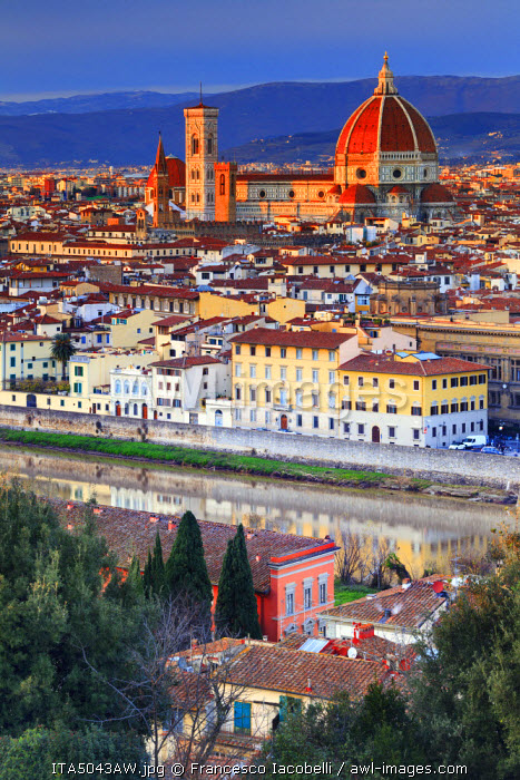 Italy, Italia. Tuscany, Toscana. Firenze district. Florence, Firenze. Duomo Santa Maria del Fiore,  View over the city from Michelangelo square