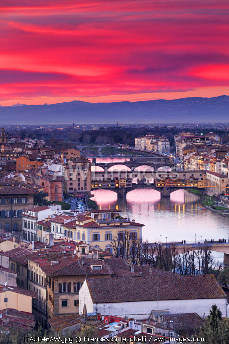 Italy, Italia. Tuscany, Toscana. Firenze district. Florence, Firenze. Ponte vecchio. View over the city from Michelangelo square