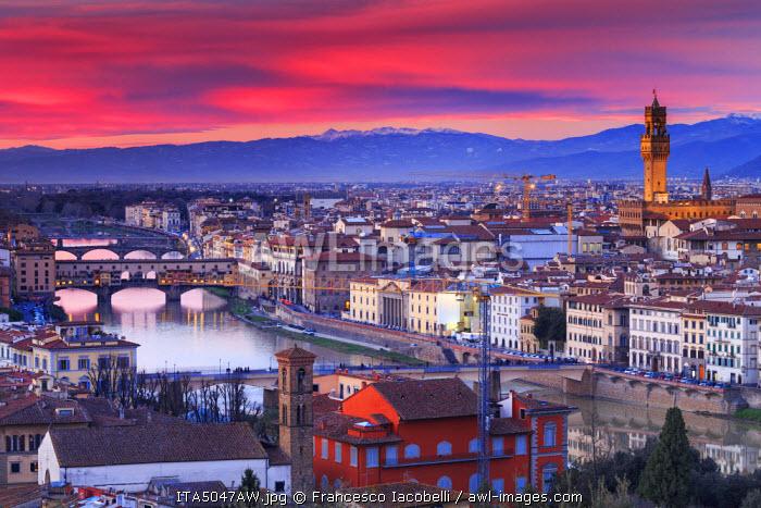 Italy, Italia. Tuscany, Toscana. Firenze district. Florence, Firenze. Duomo Santa Maria del Fiore and Palazzo Vecchio,  View over the city from Michelangelo square
