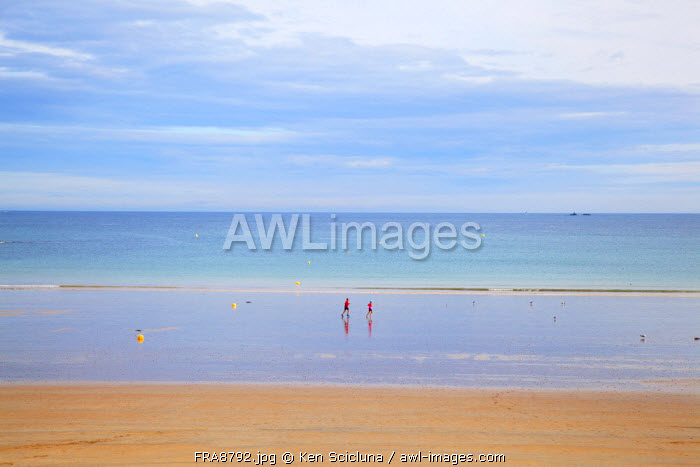 France, Brittany, Saint Malo. People running along the shore.