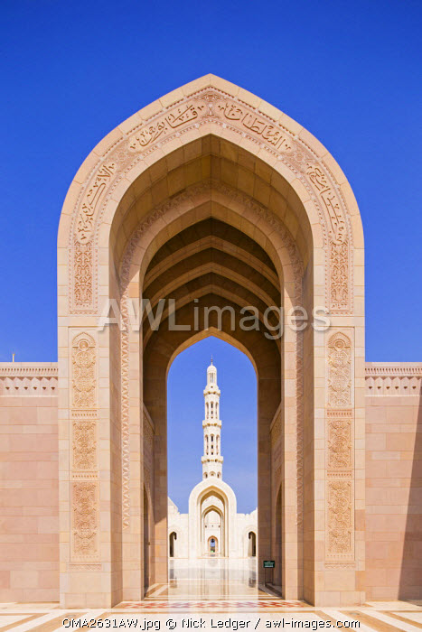 Oman. Muscat Governorate, Muscat. The Sultan Qaboos Mosque, was a gift to the nation to mark the 30th year of the Sultan's reign. Completed in 2001, the mosque can hold up to 20,000 worshippers.