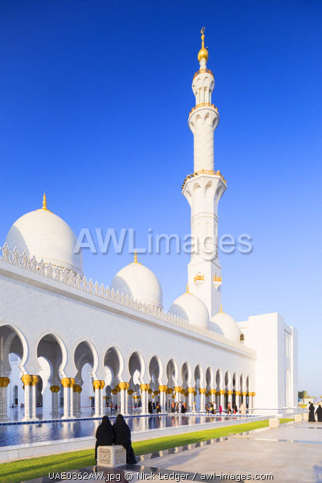 United Arab Emirates, Abu Dhabi. The white marble exterior of Sheikh Zayed Grand Mosque. Completed in 2007 the mosque can hold over 40,000 worshippers and is made up of 82 domes and four 107m high minarets.