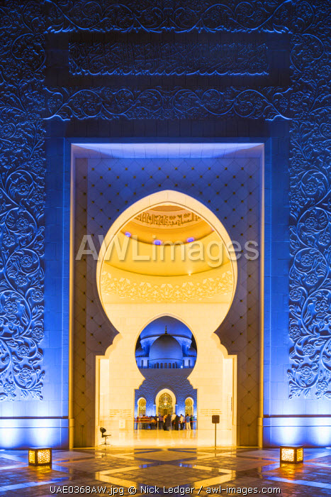 United Arab Emirates, Abu Dhabi. The main entrance to Sheikh Zayed Grand Mosque. Completed in 2007 the mosque can hold over 40,000 worshippers and is made up of 82 domes and four 107m high minarets.
