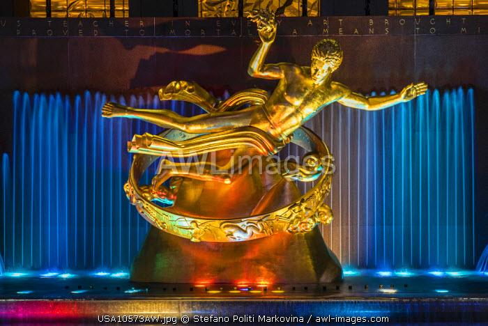 Prometheus bronze sculpture, Rockefeller Center, Manhattan, New York, USA