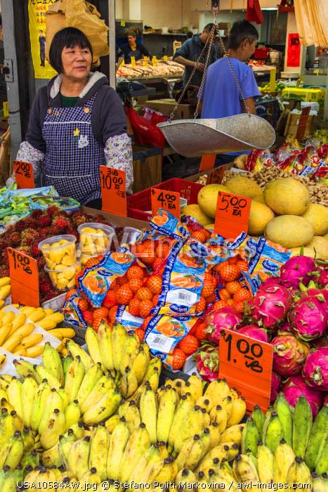 Food market, Chinatown, Manhattan, New York, USA