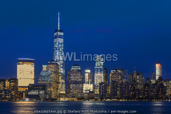 Night view of One World Trade Center and Lower Manhattan financial center, Manhattan, New York, USA