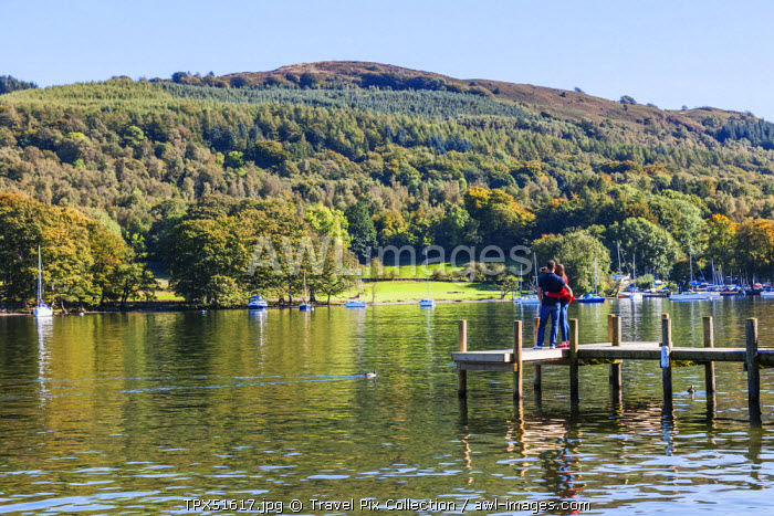 England, Cumbria, Lake District, Windermere, Lakeside, Couple on Wooden Jetty
