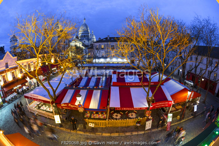 Cafe and street scene in Montmartre, Paris, France, Europe - Time lapse