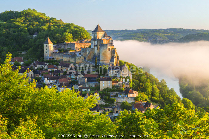 Early morning mist, Chateau de Castelnaud, Castelnaud, Dordogne, Aquitaine, France