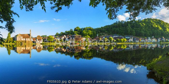 Chapelle des Penitente, Dordogne & houses in the town of Beulieu sur-Dordogne, Correze, Limousin, France