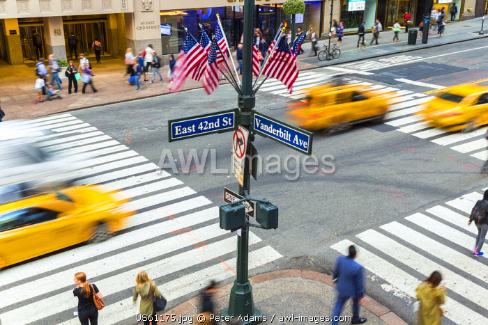 Busy pedestrian crossing, Central Manhattan, New York, USA