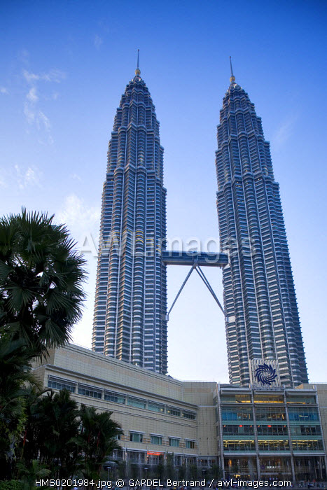 Malaysia, Kuala Lumpur, Petronas Twin Towers by architect Cesar Pelli, 452 meters and 88 floors (1998) and the KLCC Suria shopping center