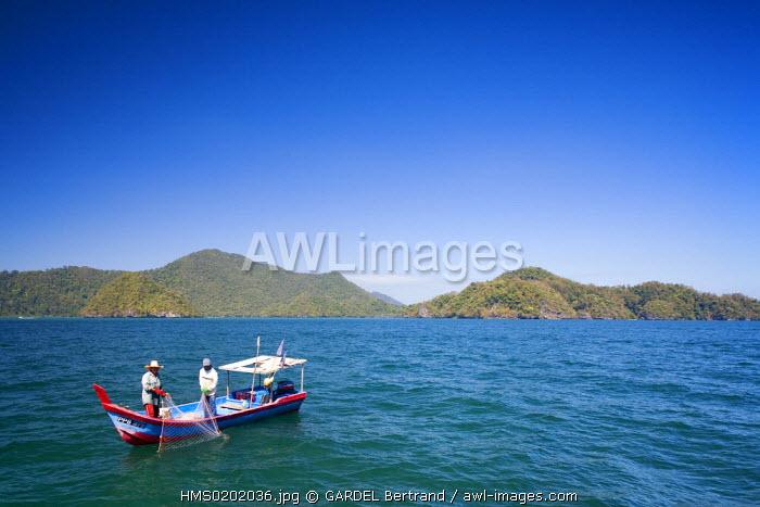 Malaysia, Kedah state, Andaman Sea, Langkawi island, fishermen