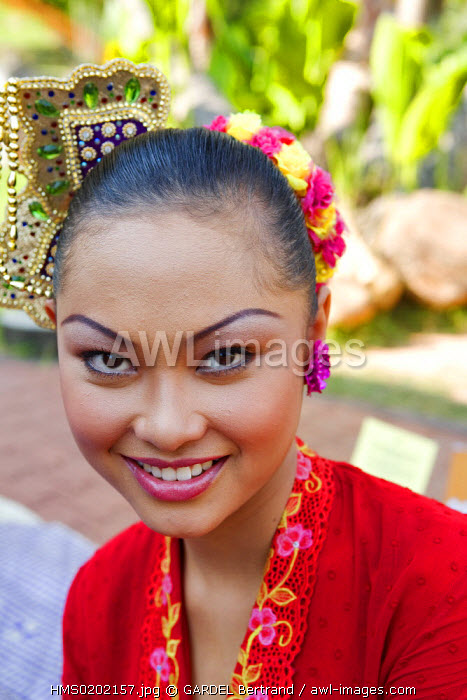 Malaysia, Malacca state, Malacca, historical center, young woman in traditional costume