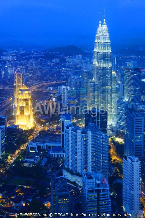Malaysia, Kuala Lumpur, panoramic view at nightfall on towers Petronas designed by the Argentine architect Cesar Pelli views since the tower Menara