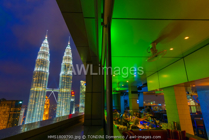 Malaysia, Kuala Lumpur, view of Petronas Twin Towers designed by the Argentine architect Cesar Pelli from Sky Bar