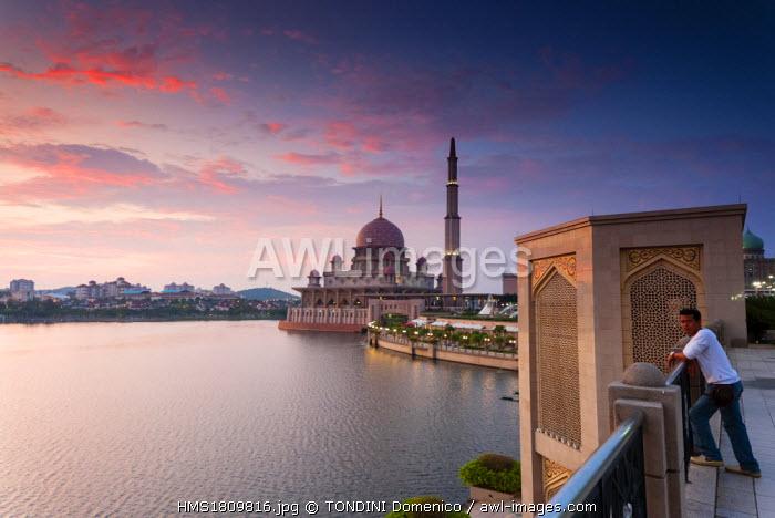 Malaysia, Putrajaya, Putrajaya Lake, Putra Mosque or Masjid Putra