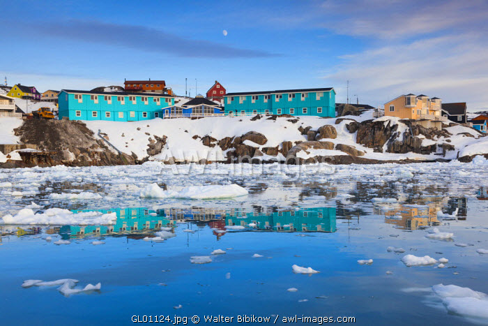 awl-images.com - Greenland / Greenland, Disko Bay, Ilulissat, town view from floating ice, sunset
