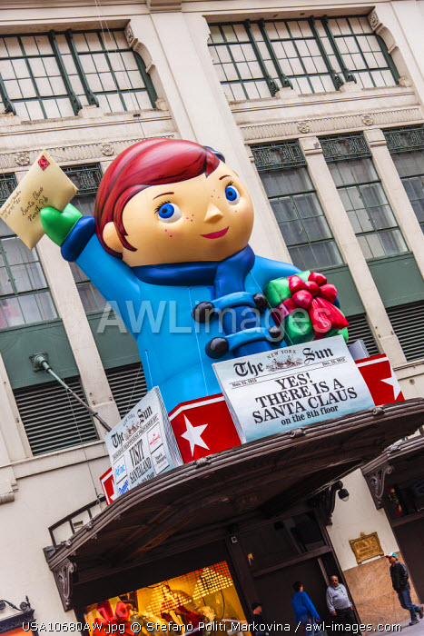 awl-images.com - USA / Christmas decorations at Macy�s department store, Manhattan, New York, USA