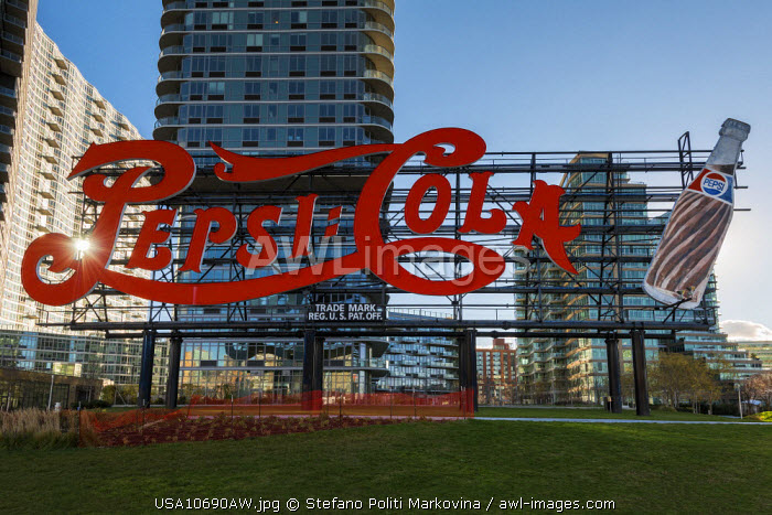 awl-images.com - USA / Pepsi Cola sign at Gantry Plaza State Park, Queens, New York, USA
