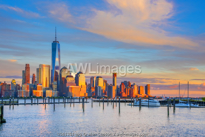 USA, New York, Manhattan, Lower Manhattan and World Trade Center, Freedom Tower across Hudson River from Harismus Cover, Newport, New Jersey
