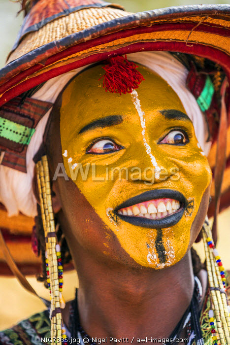 awl-images.com - Niger / Niger, Agadez, Inebeizguine. A young Wodaabe man in traditional embroidered garments participates in the yakee dance known as the Dance of the Eyes.