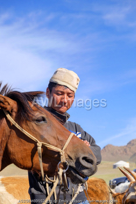 awl-images.com - Mongolia / Asia, Mongolia, Khovd, Mongolian horse and rider
